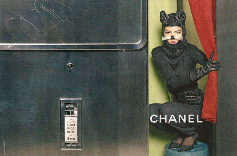 Chanel Fall winter 2011 2012 thedollsfactory 3 Il ny a pas de mode si elle ne descend pas dans la rue !   Chanel Fall Winter 2011 2012 Campaign by Karl Lagerfeld