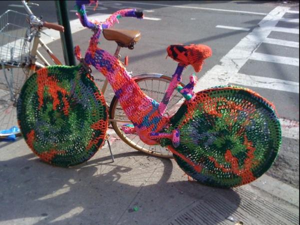 GUERRILLA CROCHET - anche la bici mette il maglione 9