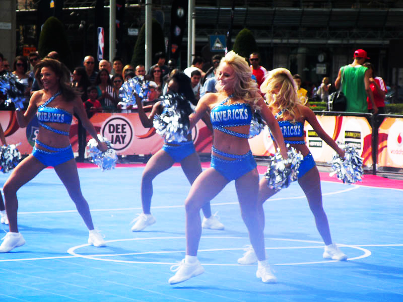 DSCN6250 NBA e Cheerleaders: il Basket americano allombra del Duomo