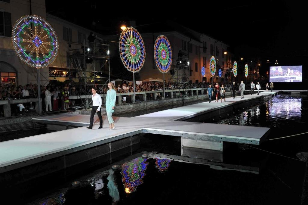 EVENTO ON STAGE MILANO UNICA 13 09 1024x681 MILANO UNICA   On Stage sfilata sul Naviglio