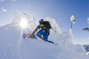 Quiksilver Travis Rice ph.RedBull Illume MarkGallup 2 300x200 THE ART OF FLIGHT   nuovo snowboarding film per Travis Rice
