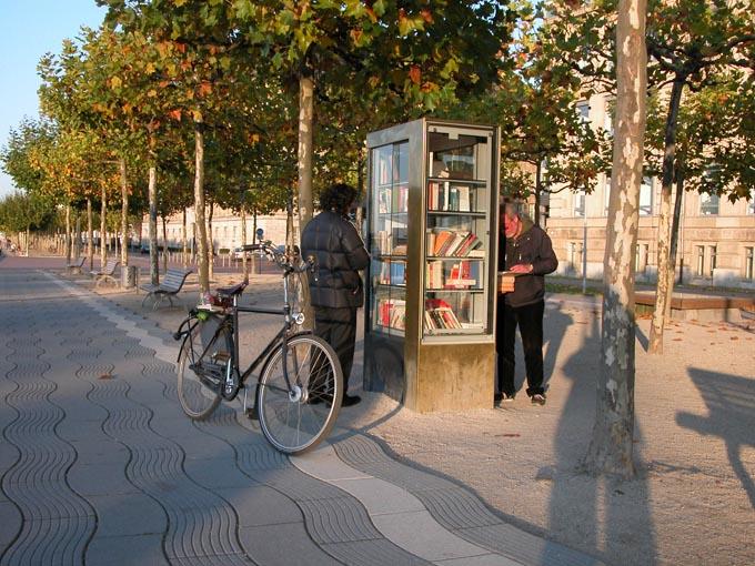 Bücherbox 1 BOOKCROSSING   in Germania si legge ecofriendly
