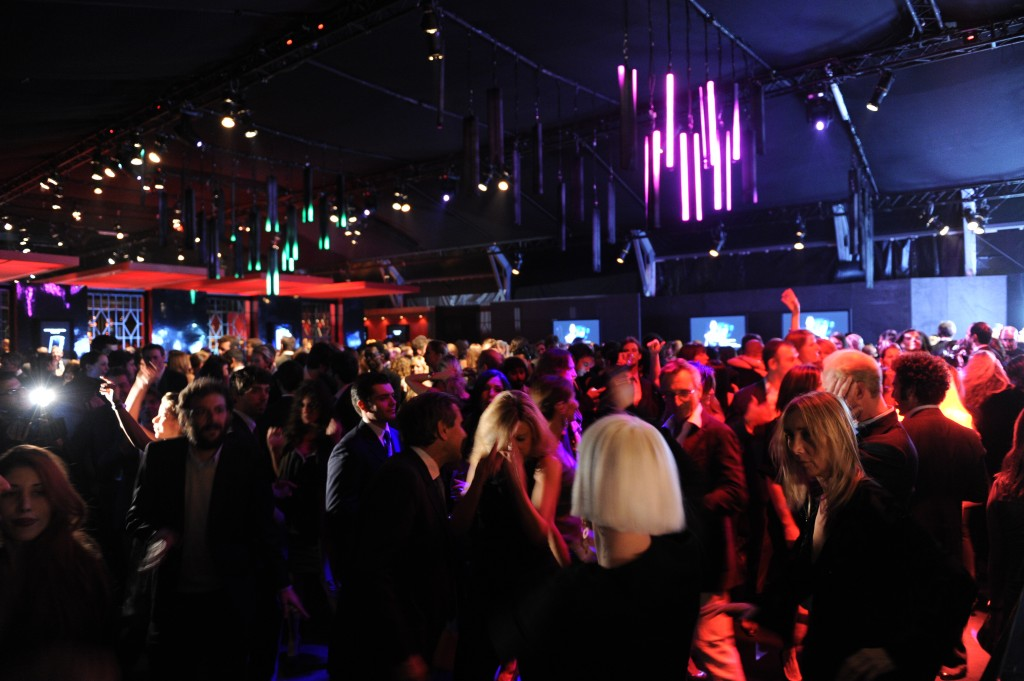Party 2 1024x681 VERTU illumina Milano