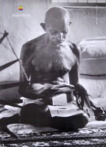 Think Ghandi 215x300 STEVE JOBS CI LASCIA   mela