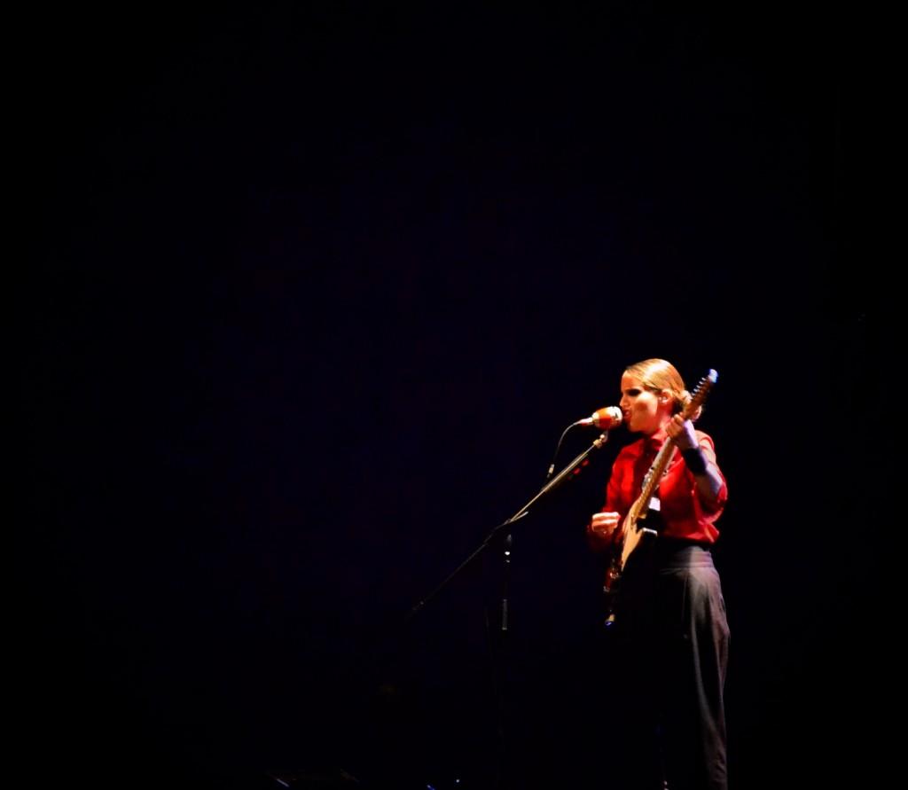 anna calvi2 1024x891 ANNA CALVI   ieri sera live a Milano