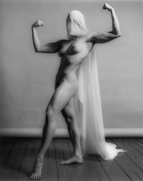 Lisa Lyon sized ROBERT MAPPLETHORPE   in mostra a Parigi e Milano