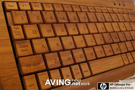 This wooden computer keyboard is presented by Marubeni Infotec and the design is delivered by the famous design firm Hacoa.  WOOD DESIGN   legno e tecnologia