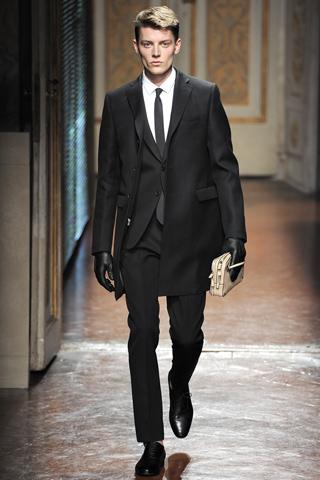 00020m VALENTINO   la Couture maschile debutta a Pitti