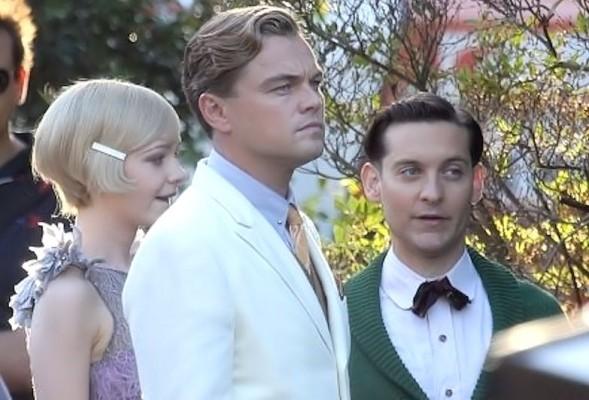 Il Grande Gatsby Di Caprio Maguire e Mulligan sul set 589x400 IL GRANDE GATSBY DI SERAPIAN   un romanzo, 4 film e una borsa!