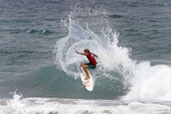 Leonardo Fioravanti ph.SurfingNSW ReneeMiller 599x400 LEONARDO FIORAVANTI   vittoria al Teenage Rampage