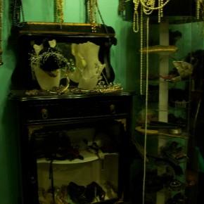 11 290x290 PRANGSTA   Boudoir themed showroom