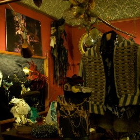 2 290x290 PRANGSTA   Boudoir themed showroom