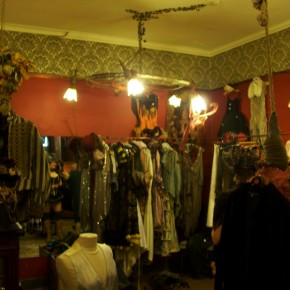5 290x290 PRANGSTA   Boudoir themed showroom