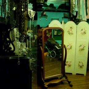 9 290x290 PRANGSTA   Boudoir themed showroom
