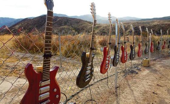 car commercialism guitar solo photo 440045 s 520x318 OK GO   un auto suona in Needing/Getting
