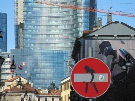 CLET ABRAHAM - fate attenzione ai cartelli stradali 1