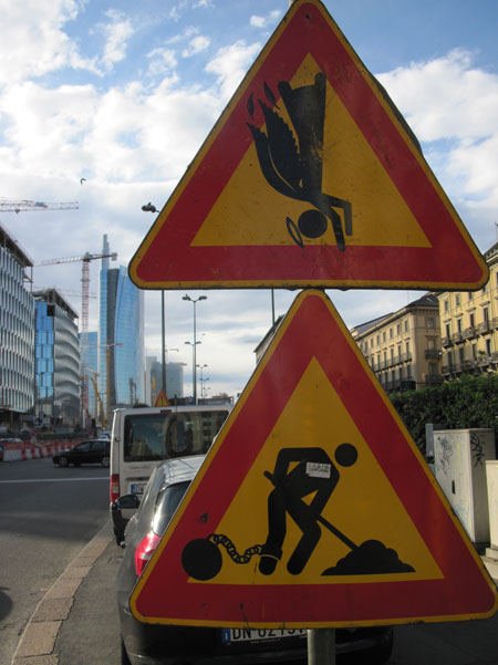milano ultime 004  450px CLET ABRAHAM   fate attenzione ai cartelli stradali