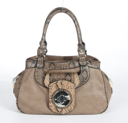 13077 1 415x400 ALIBI   la borsa come compagna di viaggio