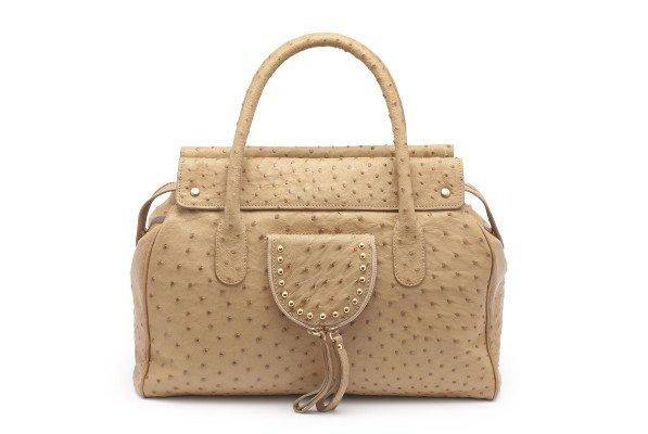 MG 4835 copy 597x400 ALIBI   la borsa come compagna di viaggio