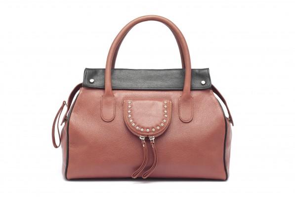 MG 4857 copy 597x400 ALIBI   la borsa come compagna di viaggio
