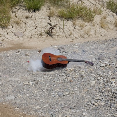 02 400x400 IVAN LEON CERULLO   photographic expreriments of guitar destruction