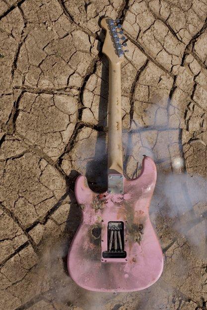 04 IVAN LEON CERULLO   photographic expreriments of guitar destruction