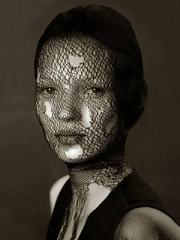 Kate Moss in Torn Veil MIA FAIR   torna a Milano la prima fiera di fotografia