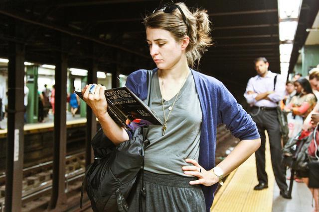 7439948266 d212ca5050 z READING RIDERS   la biblioteca di NYC è in metropolitana