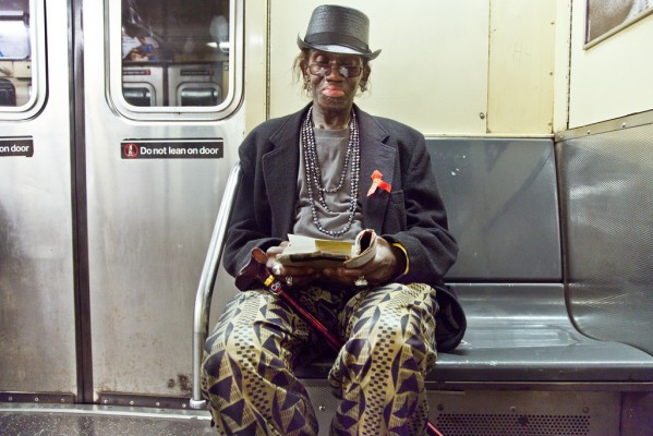 WakeMake UndergroundNewYorkPublicLibrary TheNecromancer 599x400 READING RIDERS   la biblioteca di NYC è in metropolitana