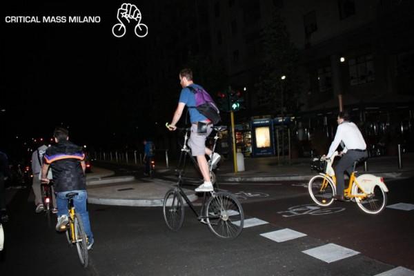 225801 223039811040434 7167806 n 600x400 CRITICAL MASS   in bici, skate e pattini per riprendersi la città