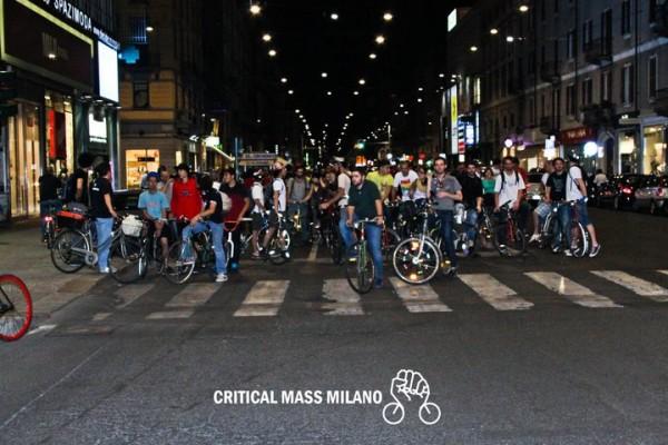 253436 226164844061264 176531 n 600x400 CRITICAL MASS   in bici, skate e pattini per riprendersi la città