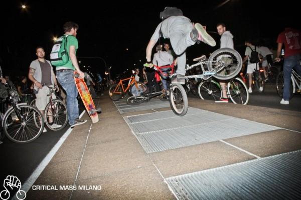 535832 433687163309030 270862609 n 600x400 CRITICAL MASS   in bici, skate e pattini per riprendersi la città