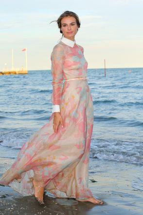 Kasia Smutniak in Valentino avorigh CINEMA E MODA   Red carpet a Venezia