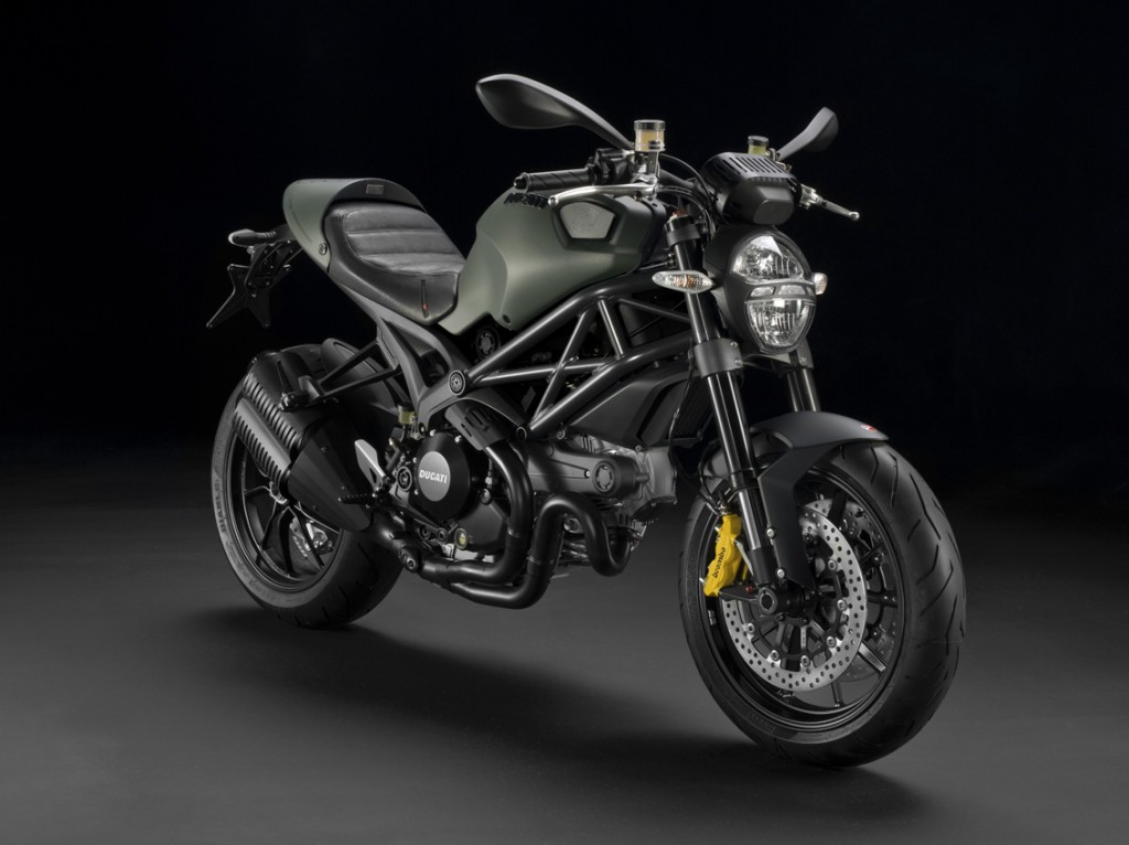 01 1024x766 DUCATI MONSTER DIESEL   nuova collezione on the road