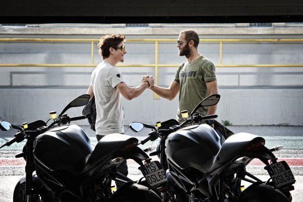7 Nicky Hayden + StefanoRosso 601x400 DUCATI MONSTER DIESEL   nuova collezione on the road