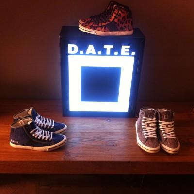 Date sneakers 400x400 LIVE THE MAKERS   musica, moda e cucina in un appartamento molto speciale
