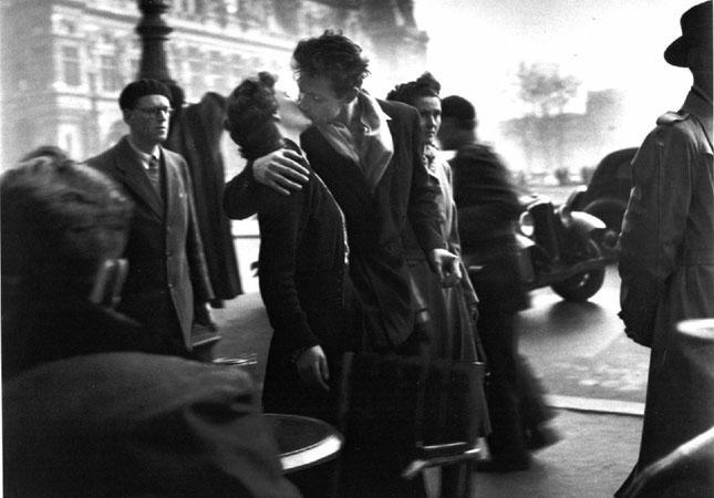 Doisneau kiss  a  lhotel  de  la  ville LA PARIGI DI ROBERT DOISNEAU   in mostra a Roma e a Milano