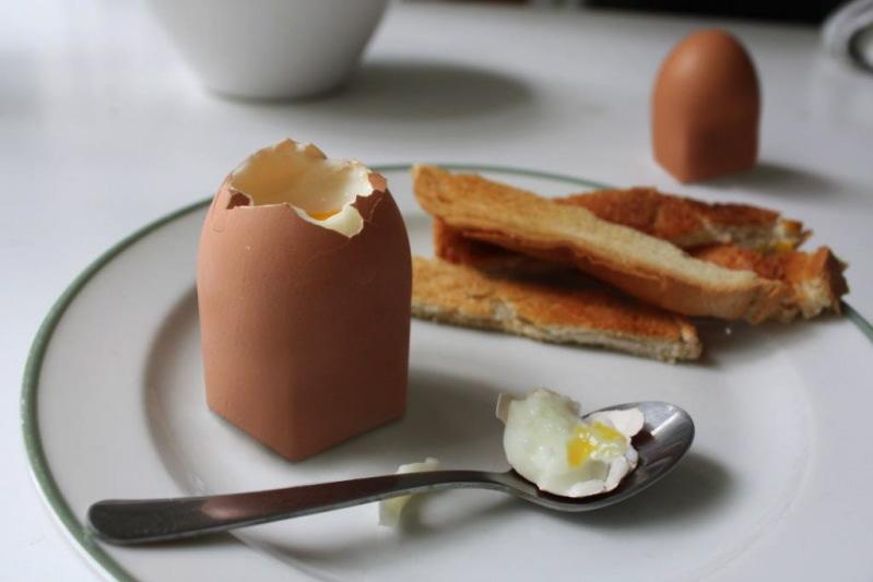 30 Dominic Wilcox Genetically modified egg PROGETTO CIBO   La forma del gusto