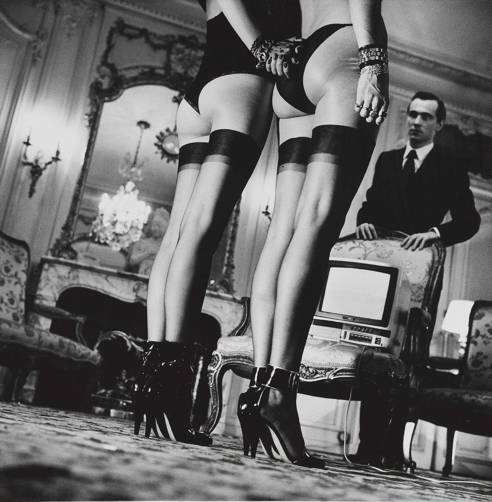 Two pairs of legs helmut newton NUDES   da Helmut Newton a Vuitton
