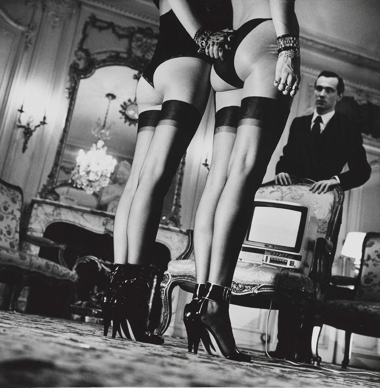 Two pairs of legs helmut newton NUDES   da Helmut Newton a Vuitton