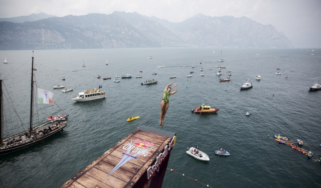 RBCD Malcesine 2013 Anna Bader9 CLIFF DIVING 2013   Red Bull ti mette le ali!