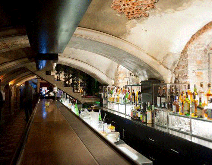 332190 MOSCOW BY NIGHT   Secret underground bar: Mendeleev.