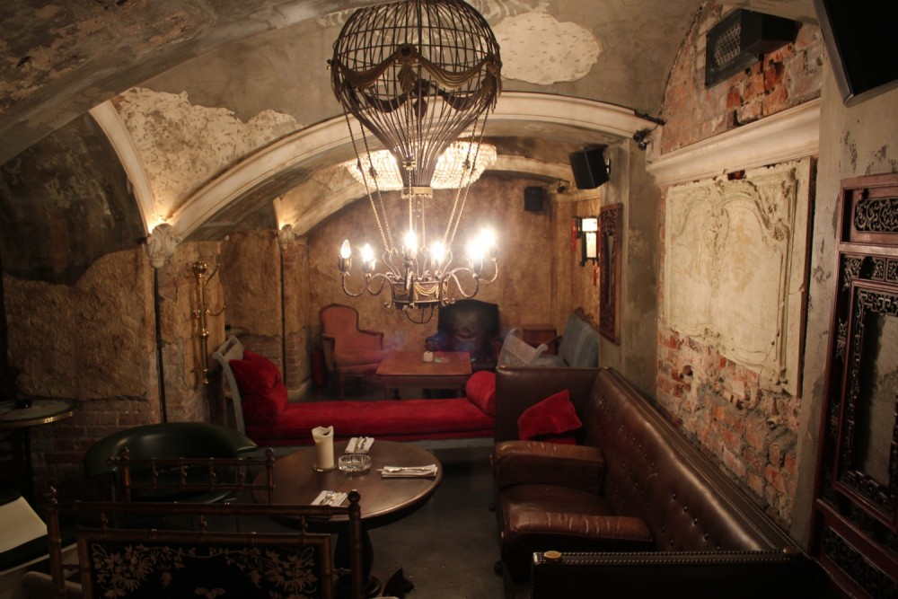 50cde590d5511873082531 1000x1000u MOSCOW BY NIGHT   Secret underground bar: Mendeleev.