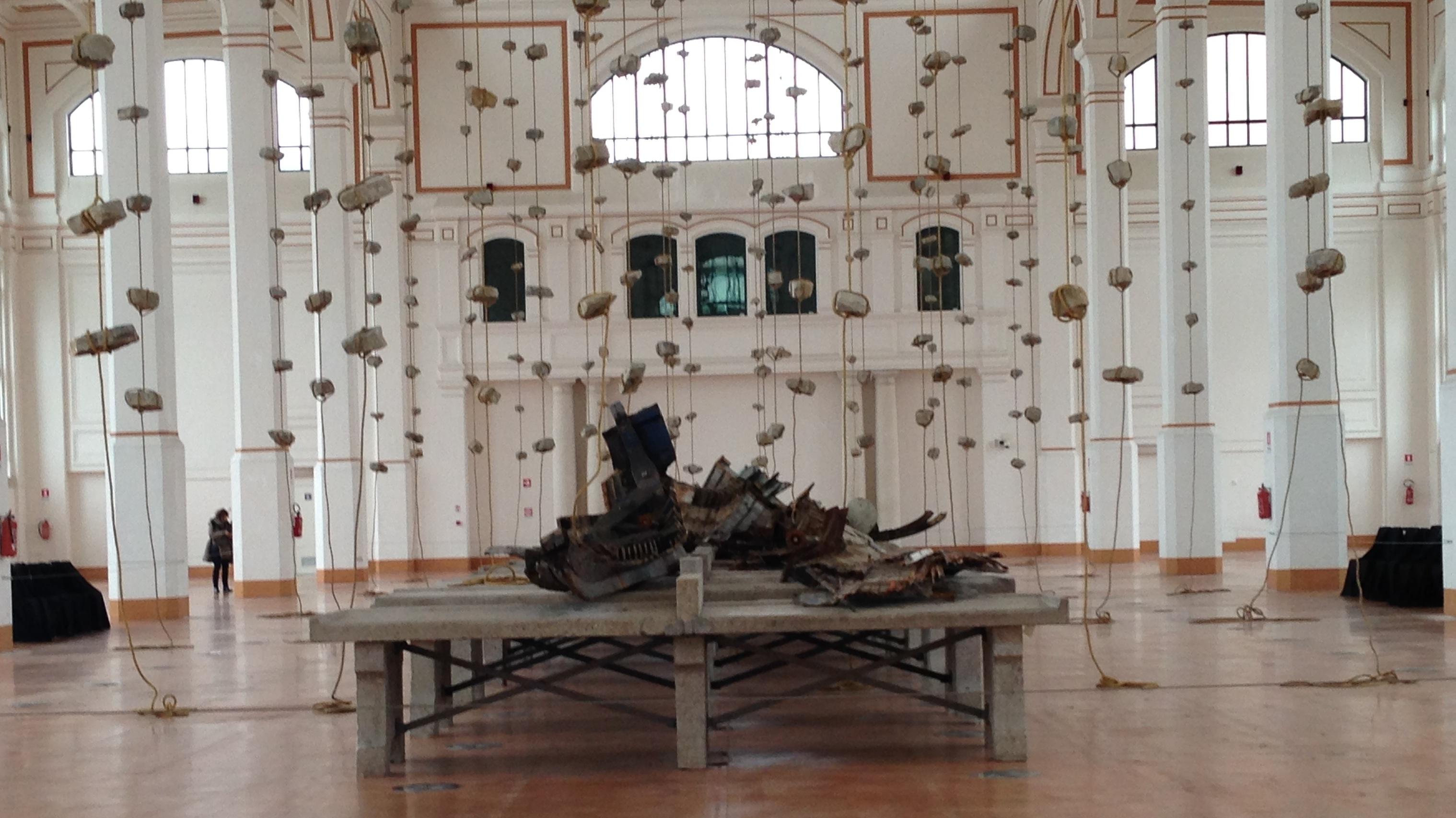 """... TRIESTE – Un'installazione dello """"sciamano"""" dell'Arte Povera"""