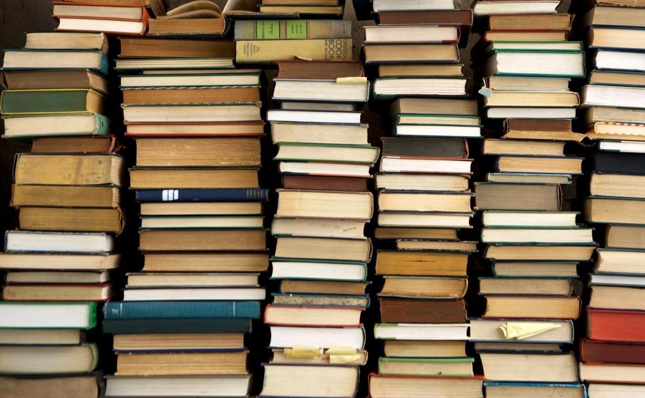 pila di libri BUONI PROPOSITI 2014   al terzo posto, leggere più libri
