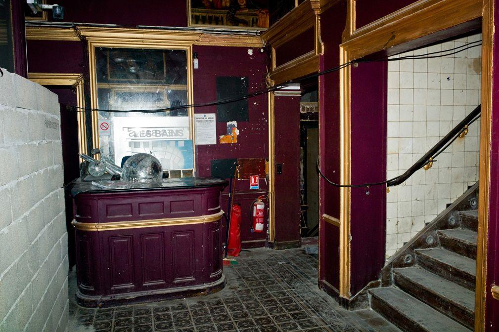 01entree LES BAINS DOUCHES   Residenze dartista à Paris