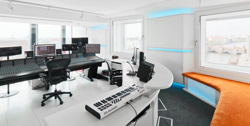 Hotel nHow Berlino Studio di registrazione e1445604880866 10 HOTEL INCREDIBILI