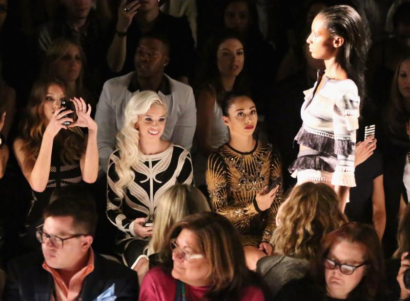 Herve Leger By Max Azria Front Row Mercedes Benz Fashion Week Spring 2014 katie cassidy 35502099 2852 2100 e1456137261225 La comunicazione cambia, la moda resta