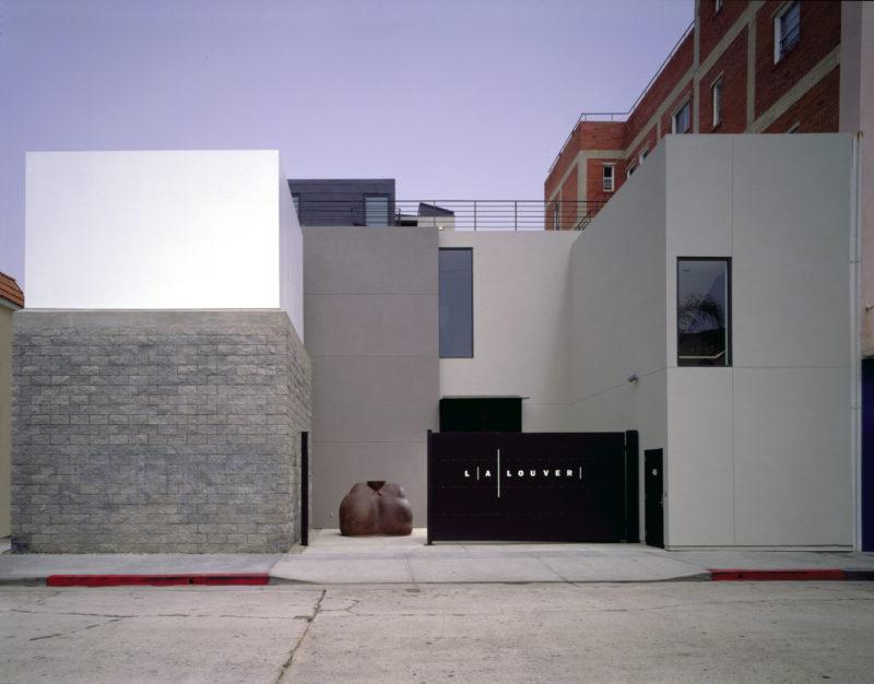 LA Louver Building w Shelton e1468415905369 ARTE A LOS ANGELES