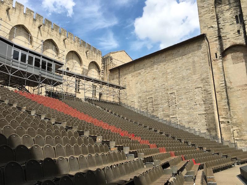 Avignone palco Festival dAvignone dentro Palazzo dei Papi VIAGGIO IN PROVENZA